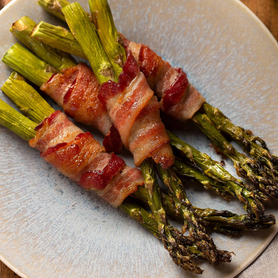 cooked bacon with asparagus